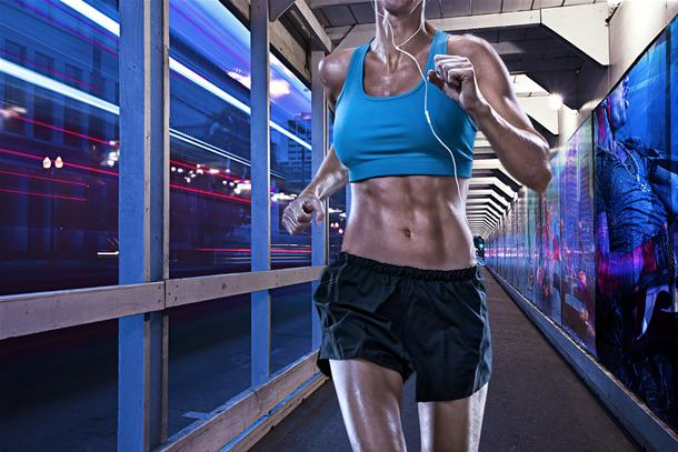 10 activitati zilnice ce te scapa de minim 100 calorii