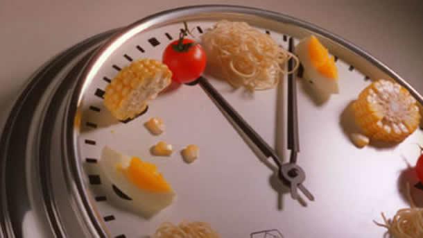 Dieta de 8 ore, eficienta si riscurile pe care le presupune
