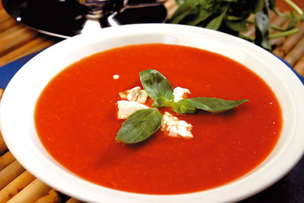 Dieta cu supa de rosii, o dieta ideala pentru vara-toamna