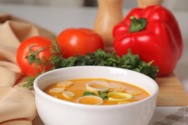 Dieta cu fructe si supa de legume este ideala atunci cand postim