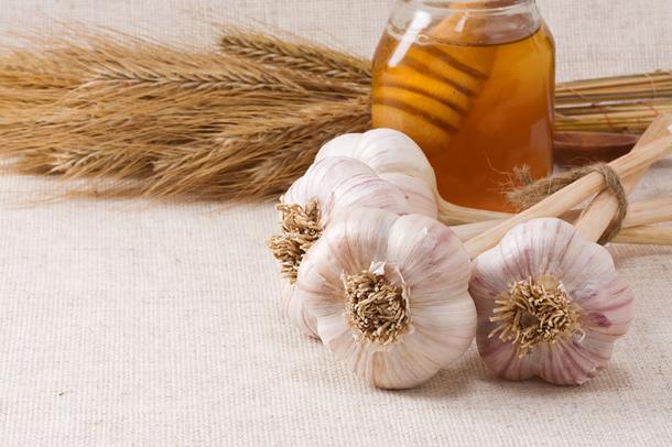 Dieta cu miere si usturoi, un regim bazat pe un preparat din miere si usturoi