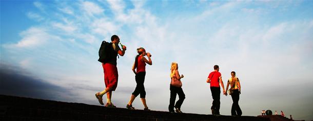 Zece motive pentru care e vremea sa mergi mai mult pe jos